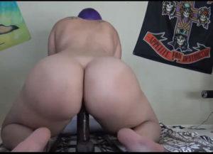 Gordinha sentando na giromba