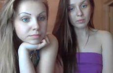 Irmãs peladas na webcam para ganhar dinheiro como camgirls